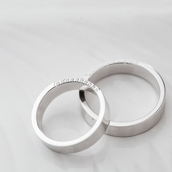 lip kiss of dating couples rings